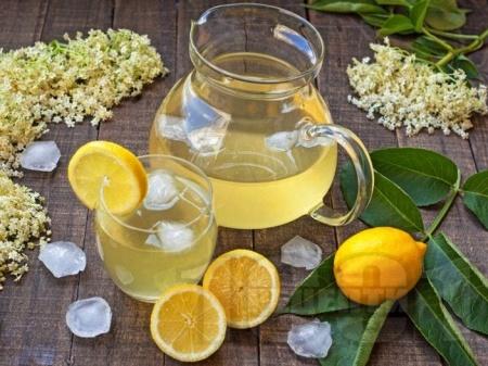 Домашна лимонада от бял бъз и лимон (сок от бъз) - снимка на рецептата
